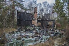 Σπίτι που καίγεται στο έδαφος Στοκ εικόνα με δικαίωμα ελεύθερης χρήσης