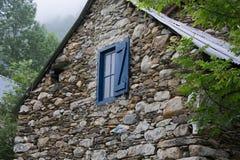 Σπίτι που χτίζεται παλαιό της πέτρας στο τοπίο Στοκ φωτογραφία με δικαίωμα ελεύθερης χρήσης