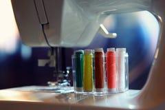Σπίτι σειρών εξαρτημάτων ράβοντας μηχανών Στοκ Εικόνες
