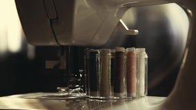 Σπίτι σειρών εξαρτημάτων ράβοντας μηχανών απόθεμα βίντεο