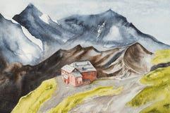 Σπίτι σε έναν λόφο μεταξύ των υψηλών μπλε βουνών στοκ εικόνες με δικαίωμα ελεύθερης χρήσης