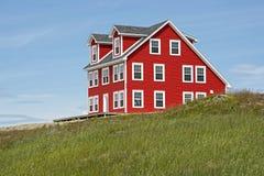 Σπίτι σε έναν λόφο στη νέα γη στοκ φωτογραφίες