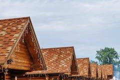 Σπίτι στεγών με την κεραμωμένη στέγη Στοκ Φωτογραφίες