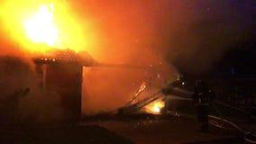 Σπίτι στην πυρκαγιά απόθεμα βίντεο