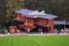 Σπίτι στη στέγη Στοκ εικόνες με δικαίωμα ελεύθερης χρήσης