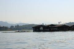 Σπίτι στον ποταμό στην Ταϊλάνδη Στοκ φωτογραφίες με δικαίωμα ελεύθερης χρήσης