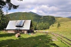 Σπίτι στο οροπέδιο στα Καρπάθια βουνά στοκ εικόνα με δικαίωμα ελεύθερης χρήσης