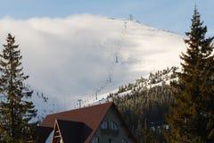 Σπίτι στο χιονοδρομικό κέντρο Στοκ εικόνα με δικαίωμα ελεύθερης χρήσης