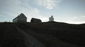 Σπίτι στο λόφο μεγάλο καλοκαίρι βροχοπτώσεων της βόρειας Νορβηγίας φιλμ μικρού μήκους