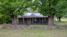 Σπίτι στο Convict ίχνος ή μεγάλος βόρειος δρόμος μεταξύ Bucketty και του ST Albans, NSW, Αυστραλία στοκ εικόνα με δικαίωμα ελεύθερης χρήσης