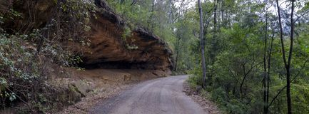Σπίτι στο Convict ίχνος ή μεγάλος βόρειος δρόμος μεταξύ Bucketty και του ST Albans, NSW, Αυστραλία στοκ φωτογραφία με δικαίωμα ελεύθερης χρήσης