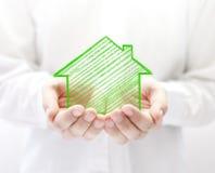 Σπίτι σχεδίων στα χέρια Στοκ εικόνα με δικαίωμα ελεύθερης χρήσης