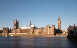 Σπίτι του Κοινοβουλίου στο Λονδίνο στην ανατολή Στοκ Φωτογραφία