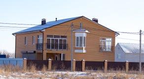Σπίτι τούβλου στο εξοχικό σπίτι το χειμώνα Στοκ Εικόνα