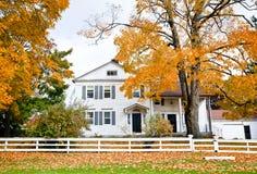 Σπίτι το φθινόπωρο στοκ εικόνες