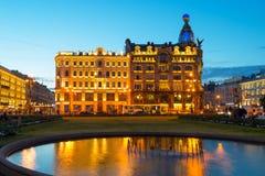 Σπίτι τραγουδιστών τη νύχτα σε Άγιο Πετρούπολη, Ρωσία Στοκ Εικόνες