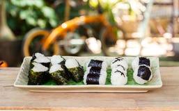 σπίτι τροφίμων σφαιρών ρυζιού που γίνεται Στοκ φωτογραφία με δικαίωμα ελεύθερης χρήσης