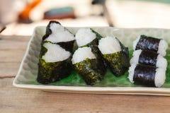 σπίτι τροφίμων σφαιρών ρυζιού που γίνεται Στοκ φωτογραφίες με δικαίωμα ελεύθερης χρήσης