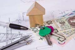 Σπίτι των ξύλινων φραγμών, του νομίσματος στιλβωτικής ουσίας και των εξαρτημάτων για το σχέδιο, έννοια σπιτιών κτηρίου Στοκ Φωτογραφία