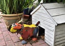 Σπίτι υπεράσπισης αγαλμάτων σκυλιών ταύρων μετάλλων στοκ φωτογραφίες
