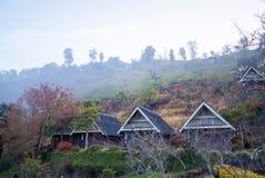 Σπίτι υπολοίπου το πρωί με την ομίχλη στο ANG Khang, Chiang Mai Doi Στοκ φωτογραφίες με δικαίωμα ελεύθερης χρήσης