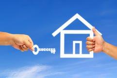 Σπίτι χεριών και εικονιδίων Στοκ φωτογραφία με δικαίωμα ελεύθερης χρήσης