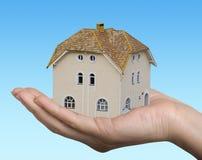 σπίτι χεριών Στοκ φωτογραφίες με δικαίωμα ελεύθερης χρήσης