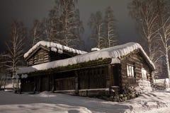 Σπίτι χιονιού στη νύχτα Στοκ φωτογραφίες με δικαίωμα ελεύθερης χρήσης