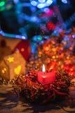 Σπίτι Χριστουγέννων υποβάθρου γιρλαντών Χριστουγέννων διακοσμήσεις Χριστου&gamm στοκ φωτογραφία