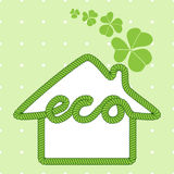 Σπίτι Eco με το τριφύλλι Στοκ φωτογραφίες με δικαίωμα ελεύθερης χρήσης
