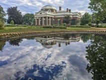 Σπίτι Monticello, που απεικονίζει τη λίμνη Στοκ Εικόνες