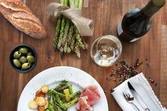 Σπαράγγι με το ζαμπόν και το κρασί Στοκ φωτογραφίες με δικαίωμα ελεύθερης χρήσης