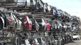 Σπασμένα αυτοκίνητα στο junkyard απόθεμα βίντεο