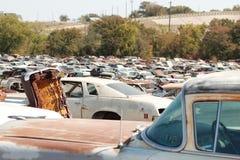 Σπασμένα αυτοκίνητα στο junkyard Στοκ εικόνα με δικαίωμα ελεύθερης χρήσης