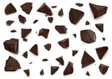 Σπασμένα σκοτεινά μέρη ή κομμάτια σοκολάτας στοκ φωτογραφία με δικαίωμα ελεύθερης χρήσης