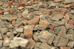 Σπασμένα τούβλα και απορρίματα κατασκευής Στοκ Εικόνες