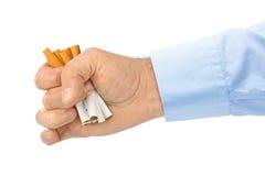 Σπασμένα τσιγάρα διαθέσιμα Στοκ φωτογραφία με δικαίωμα ελεύθερης χρήσης