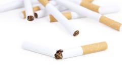 σπασμένα τσιγάρα τσιγάρων μ&e Στοκ φωτογραφία με δικαίωμα ελεύθερης χρήσης