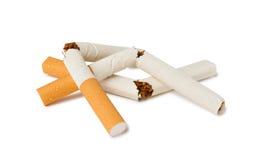 Σπασμένα τσιγάρα ως σύμβολο της άρνησης από το κάπνισμα Στοκ Εικόνες