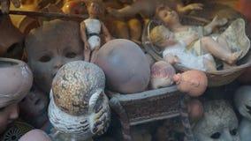 Σπασμένες κούκλες σε μια προθήκη Στοκ Εικόνα