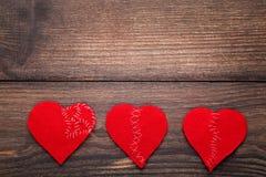 Σπασμένες κόκκινες καρδιές στοκ εικόνα με δικαίωμα ελεύθερης χρήσης