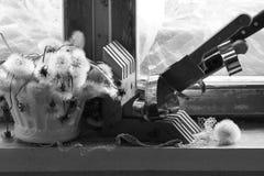 Σπασμένη καρδιά, χαμένη αγάπη, σπασμένη καρδιά, παλαιό πλαίσιο παραθύρων Στοκ Εικόνα