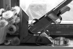 Σπασμένη καρδιά, χαμένη αγάπη, σπασμένη καρδιά, παλαιό πλαίσιο παραθύρων Στοκ Φωτογραφίες