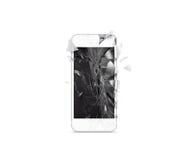 Σπασμένη κινητή τηλεφωνική οθόνη κυττάρων, διεσπαρμένα shards, που απομονώνονται στοκ εικόνες
