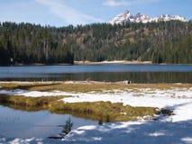 Σπασμένη κορυφή πέρα από τη λίμνη του Todd στοκ εικόνες