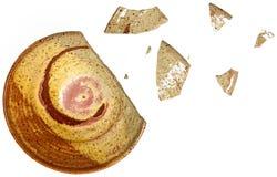 Σπασμένη χειροποίητη αγγειοπλαστική κύπελλων Στοκ Εικόνες
