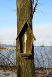 Σπασμένος birdhouse στοκ εικόνα με δικαίωμα ελεύθερης χρήσης