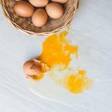 Σπασμένο αυγό στο πάτωμα Στοκ εικόνα με δικαίωμα ελεύθερης χρήσης