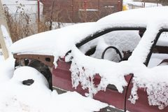 σπασμένο αυτοκίνητο παλαιό Στοκ εικόνα με δικαίωμα ελεύθερης χρήσης