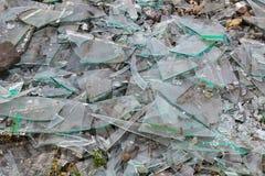 Σπασμένο γυαλί στο έδαφος, υπόβαθρο στοκ φωτογραφία με δικαίωμα ελεύθερης χρήσης
